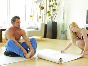 Flexible Yoga Babe Fucks Her Muscular Trainer
