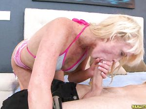Skinny Suck Slut Sits On The Cock And Bounces