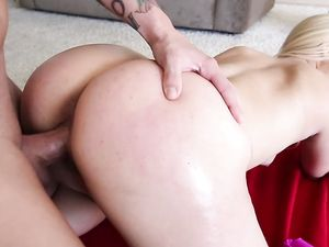 Big Time Bubble Butt On This Hardcore Workout Blonde