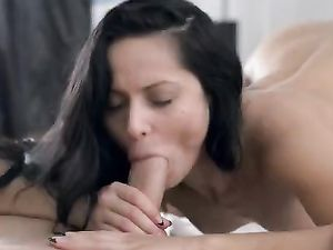Beauty Opens Her Legs For Lovemaking With Him