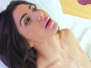 Juicy Facial For A Horny Brunette Princess