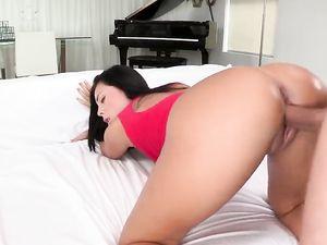 Busty Latina Gets A Facial After Fucking A Long Dong