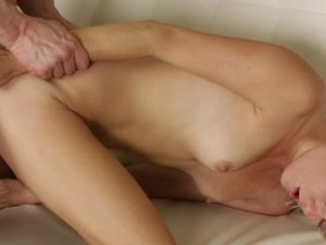Flawless Babe In A Bikini Gets Fucked Passionately