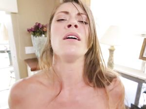 Hot Stepsis Likes The Feel Of Warm Cum On Her Pretty Face