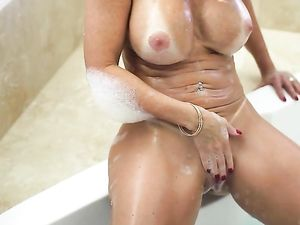 Fit Milf Janet Mason Is Eager For Incredible Sex