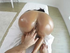 Give Your Curvy Girl A Fucking On The Massage Table