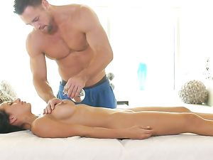 Erotic Oil Rubdown And Hot Fuck With A Beauty