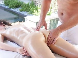 Massage And Sexy Cunt Licking For His Teen Beauty