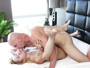 A Stepsister Cums On Her Step-Brother's Massive Cock & Takes a Cumshot